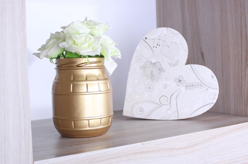 3-vaso-de-flor-com-vidro-reciclável-e-coração-em-madeira-com-tinta-em-spray.jpg